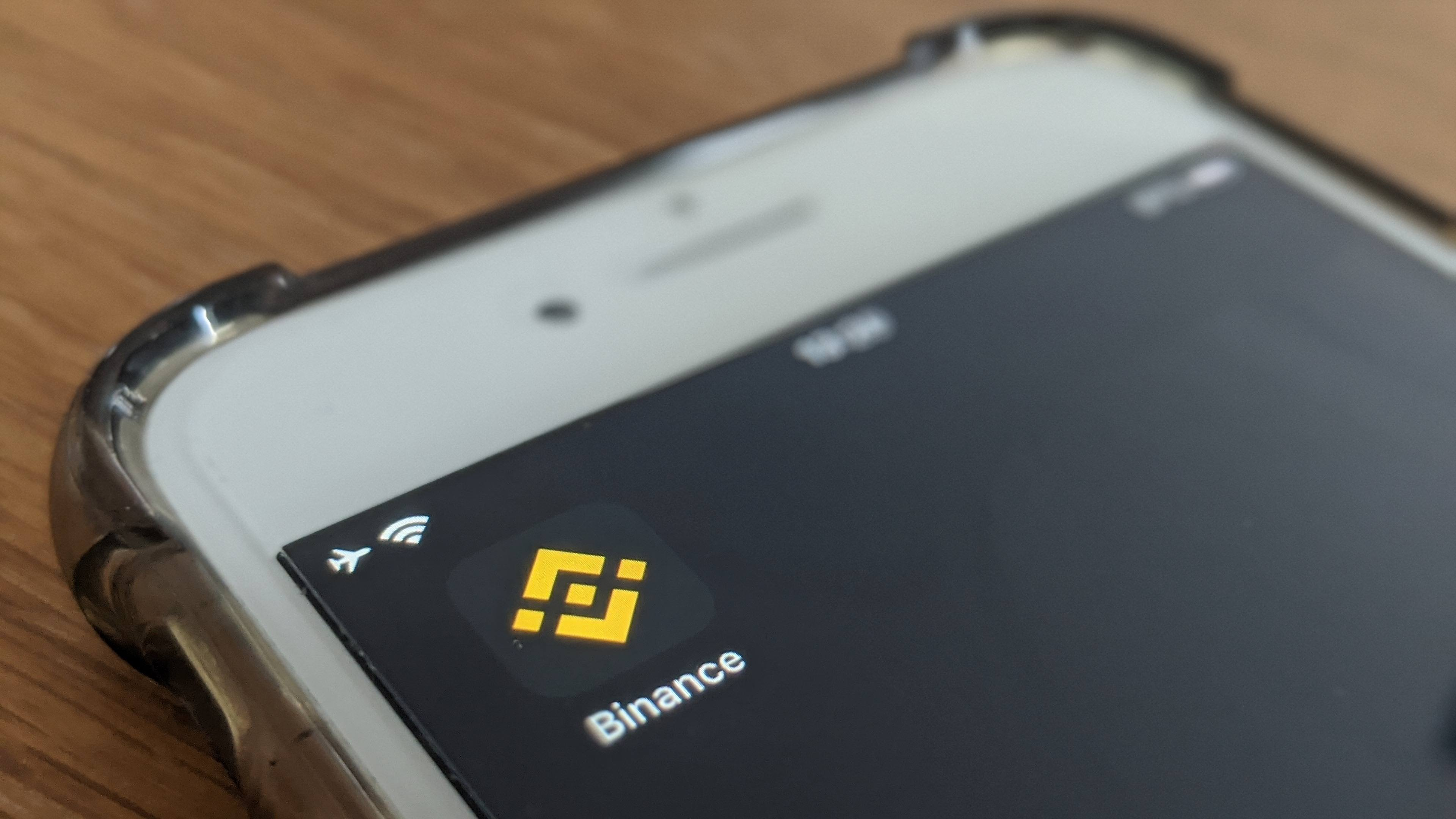 Binance-phone-Siamak-Masnavi-scaled.jpg