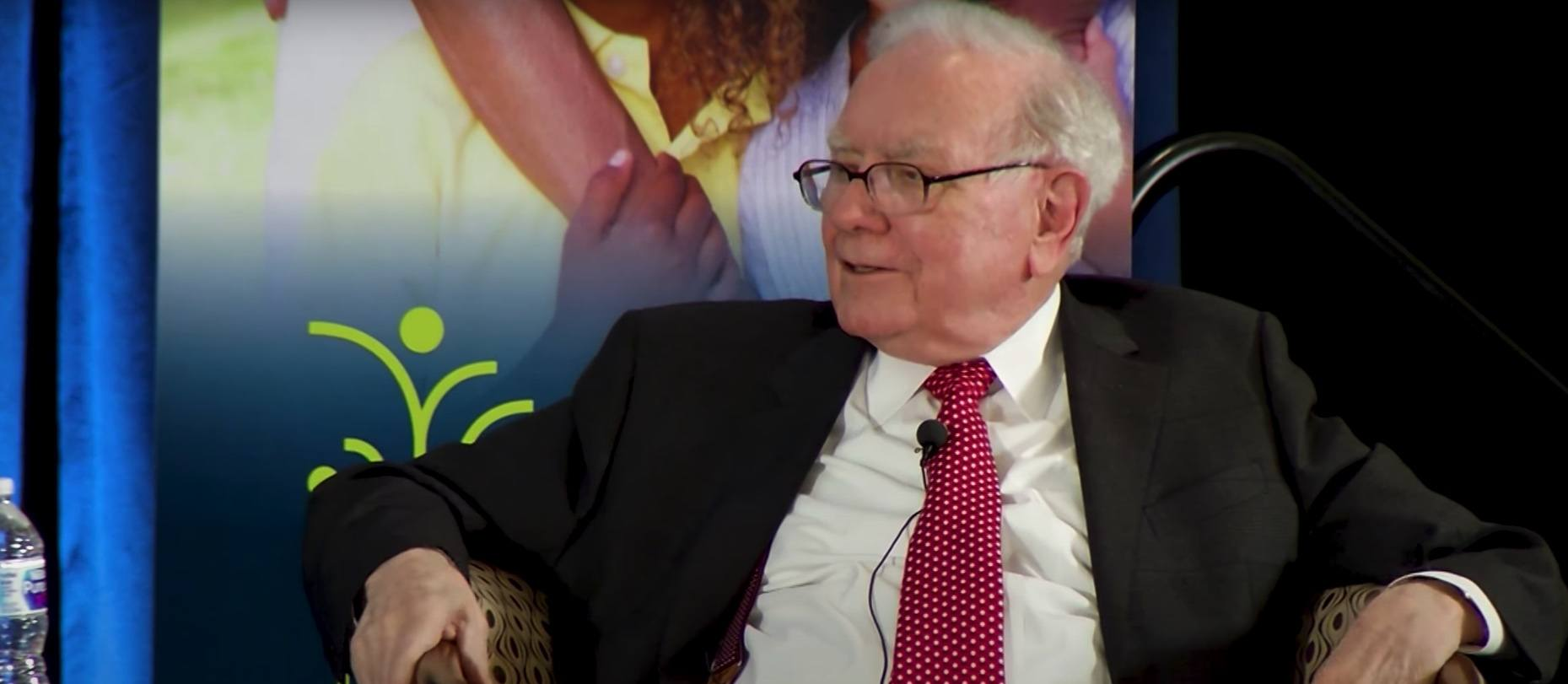 Bitcoin Hater Warren Buffett Invests $500 Million in Digital Bank Offering Crypto Products